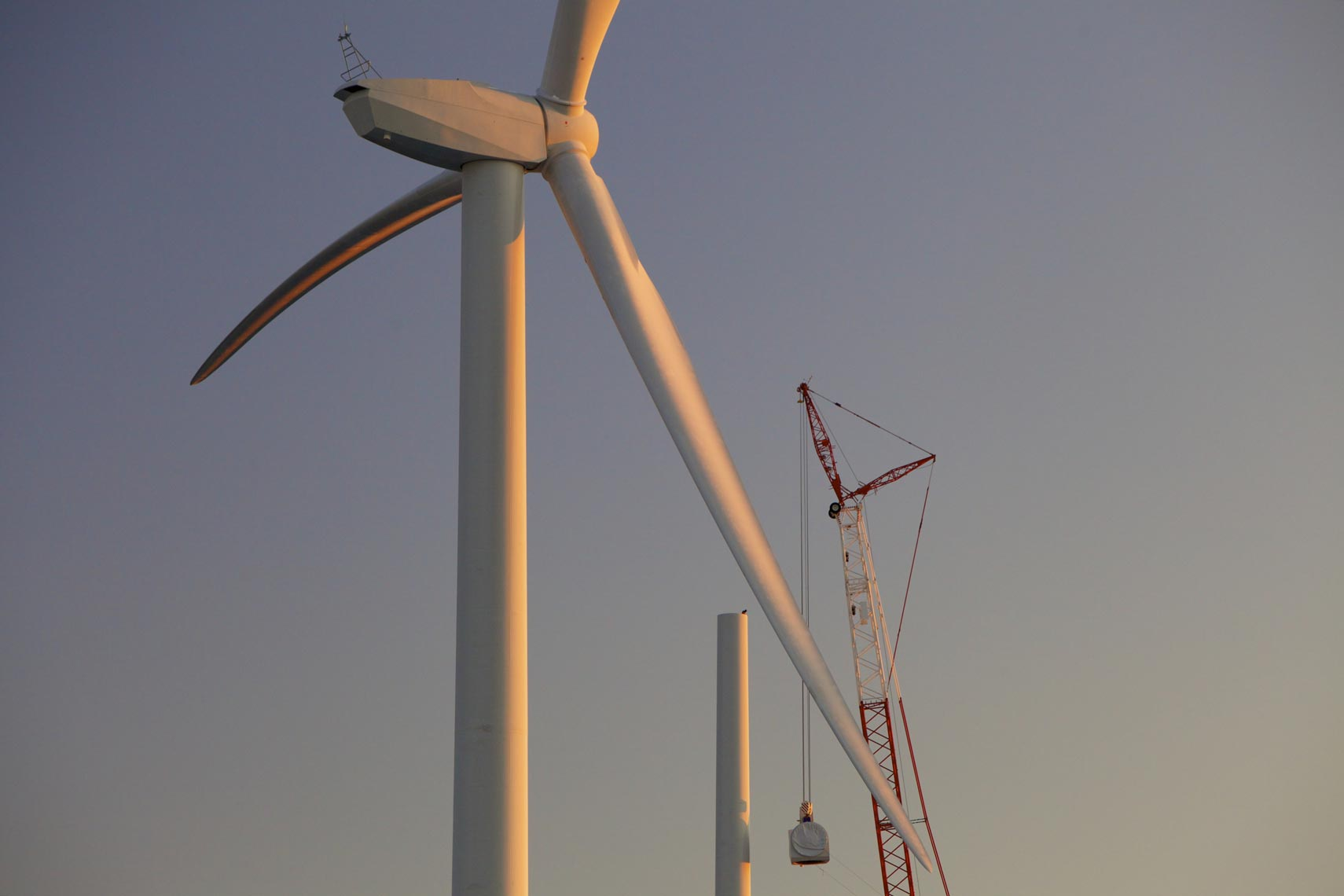 wind-construction-nacelle.jpg